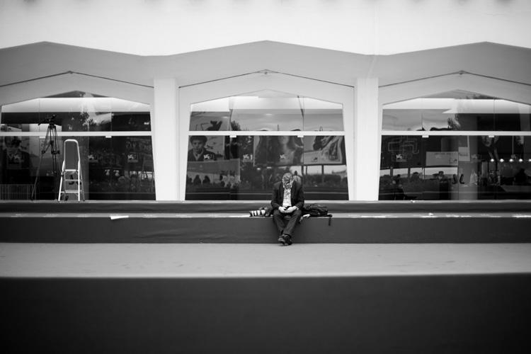 fotografo in attesa sul red carpet - 1 settembre 2014